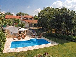 5 bedroom Villa in Gornji Prolozac, Splitsko-Dalmatinska Zupanija, Croatia : ref