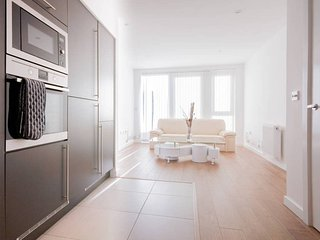 Bright 1BR Flat - 10 min Canary Wharf (4 Guests!)
