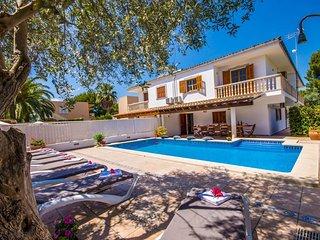 Playa de Muro Holiday Home Sleeps 6 with Pool Air Con and WiFi - 5503220