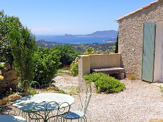 2 bedroom Apartment in La Cadiere-d'Azur, Provence-Alpes-Cote d'Azur, France : r
