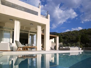 Villa with ultimate elegance w/ private pool and unbeatable Sea Views