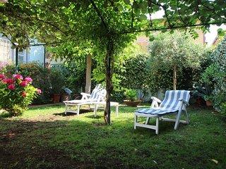2 bedroom Villa in Forte dei Marmi, Tuscany, Italy : ref 5402626