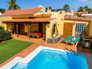 s/c Luxury Modern Maspalomas Villa with Private Garden & Pool/AC/WiFi Near Beach