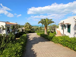 2 bedroom Villa with Air Con, WiFi and Walk to Beach & Shops - 5056414
