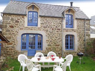 2 bedroom Villa in Dinard, Brittany, France : ref 5335112
