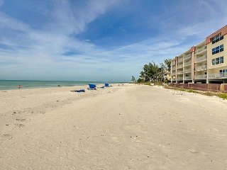 Beachfront 2BR w/ Private Balcony, Pool, Shuffleboard & BBQ Area
