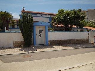 Two bedroom apartment Banjole, Pula (A-14391-a)