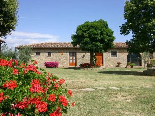 3 bedroom Villa in Cortona, Tuscany, Italy : ref 5394168