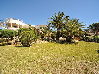 2 bedroom Villa with Pool, WiFi and Walk to Shops - 5697982