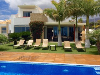 Luxury villa overlooking the ocean, private pool and garden, next to golf course
