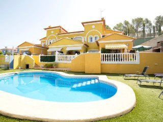 2 bedroom Villa with Pool and Air Con - 5698205