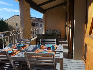 2 bedroom Apartment in Sanary-sur-Mer, Provence-Alpes-Cote d'Azur, France : ref