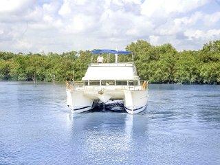 Luxurious stay for six in a catamaran cruiser