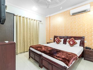 Well-furnished room for two, ideal for a romantic getaway