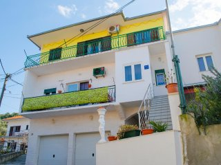 Three bedroom apartment Trogir (A-11409-a)