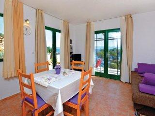 2 bedroom Villa in Gdinj, Splitsko-Dalmatinska A1/2upanija, Croatia : ref 5533158