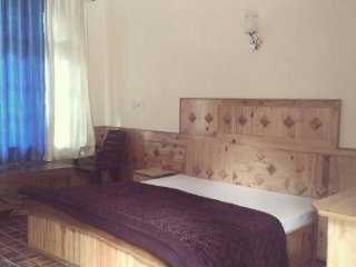 1-BR in a commodious homestay, 300 m from Chalal Trek Trail