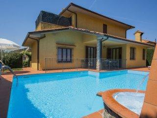 5 bedroom Villa in Pietrapiana, Tuscany, Italy : ref 5556492