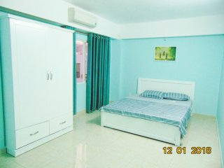 3 BEDROOMS.YEN THE- 3-BR nice decor building right at airport