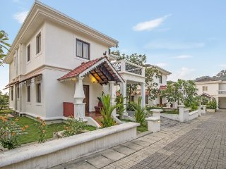 Contemporary 3-BR pool villa, 700 m from Coco beach