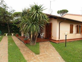2 bedroom Apartment in Marina di Pietrasanta, Tuscany, Italy : ref 5269753