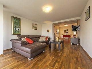 2 bedroom Villa in Karpinjan, Istarska Zupanija, Croatia : ref 5036505
