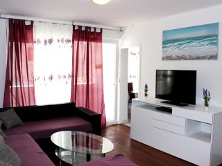 Split Apartment Sleeps 4 with Air Con - 5471704