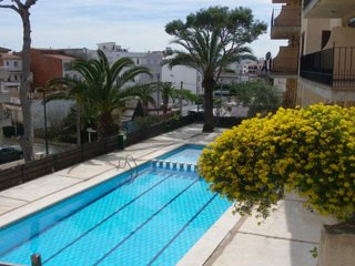 Charming house with swimming pool only 7 min on foot from the beach