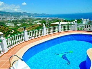 Nerja Villa Sleeps 6 with Pool - 5049898
