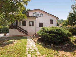 Cerasomma Holiday Home Sleeps 7 with Free WiFi - 5697107