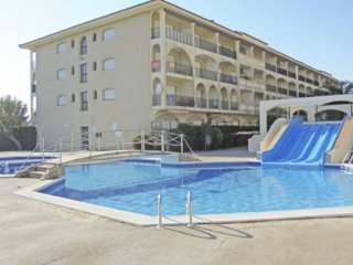 Apartment for 4-6 with pool and slides, garden and parking