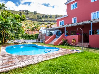 2 bedroom Apartment with Pool, WiFi and Walk to Shops - 5699211