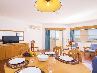 3 bedroom Apartment in Portimão, Faro, Portugal : ref 5059233