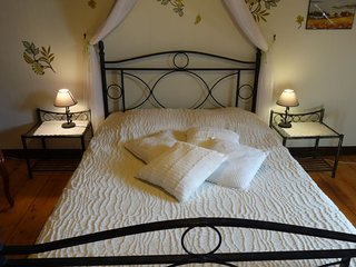 Chateaulin Holiday Home Sleeps 4 with Pool and Free WiFi - 5699612