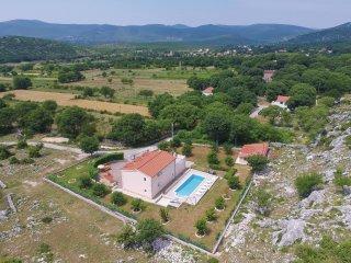 4 bedroom Villa in Nerlovici, Splitsko-Dalmatinska Zupanija, Croatia : ref 55627