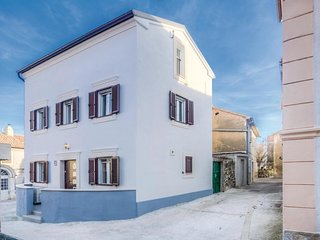 2 bedroom Villa in Omisalj, Primorsko-Goranska Zupanija, Croatia : ref 5542918