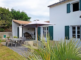 2 bedroom Villa in Sainte-Marie-de-Ré, Nouvelle-Aquitaine, France : ref 5046778