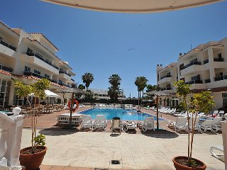 1 bedroom Apartment with Pool, WiFi and Walk to Beach & Shops - 5084166