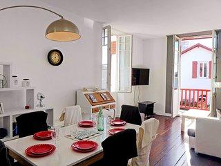 2 bedroom Apartment in Biarritz, Nouvelle-Aquitaine, France : ref 5568908