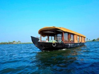 3-Bedroom Premium Uber-Chic Houseboat on Lake Vembanad