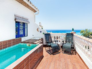 2 bedroom Villa with Air Con, WiFi and Walk to Beach & Shops - 5039611