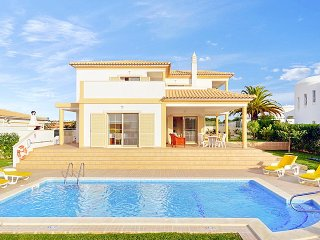 4 bedroom Villa in Galé, Faro, Portugal : ref 5334357
