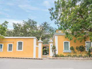Blissful accommodation for a couple, 650 m from Promenade Beach