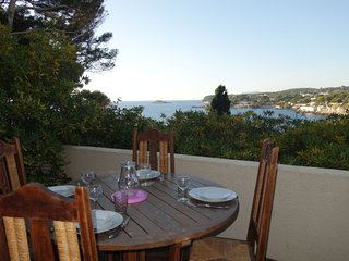 2 bedroom Apartment in Bandol AOC, Provence-Alpes-Côte d'Azur, France : ref 5059
