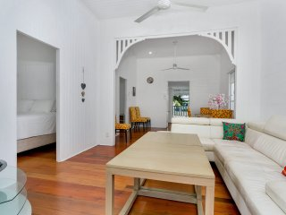 Queensland Living - Two Bedroom Tropical Getaway