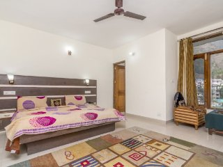 Boutique room with a scenic view, ideal for a hilly getaway