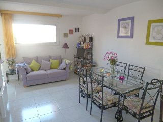 Le Barcares Holiday Home Sleeps 6 with Pool and WiFi - 5700165