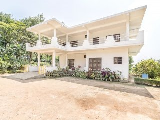 Well-furnished 3-BR homestay for a group getaway