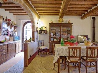 3 bedroom Apartment in Asciano, Tuscany, Italy : ref 5241963