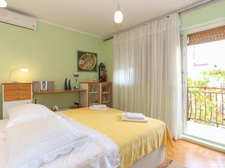 Trogir Apartment Sleeps 6 with Air Con - 5471420